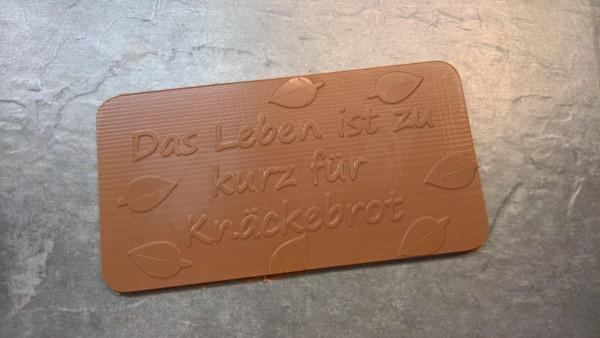 Schokoladenform mit dem Spruch: Das Leben ist zu kurz für Knäckebrot