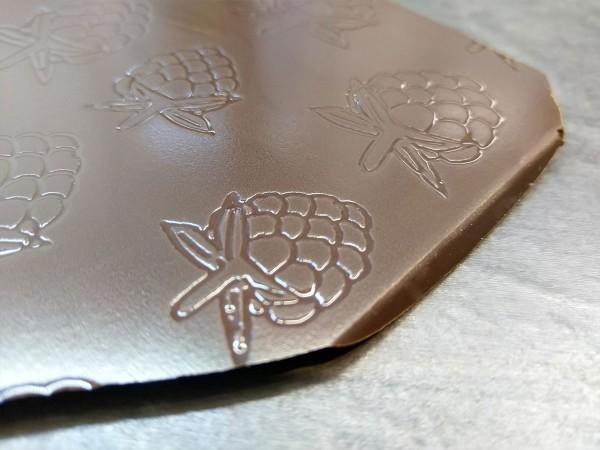 Bruchschokolade mit Himbeeren Muster